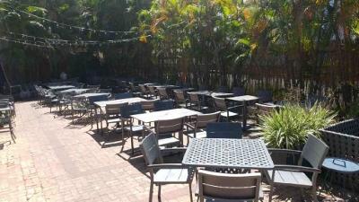 Empty restaurant - 400